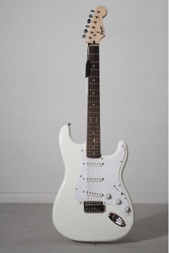 Fender Squier Bullet Strat Arctic White