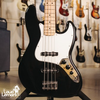 Fender Standard Jazz Bass Maple Fingerboard Black бас-гитара